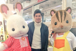 L-R: Freya Chocolate Rabbit, Vernon Kay, Ralph Walnut Squirrel